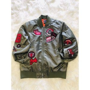 HP🎊🎈🍾🎉Chicago Bulls Bomber Jacket